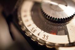 hand(0.0), watch(0.0), wheel(0.0), eye(0.0), organ(0.0), gear(1.0), white(1.0), macro photography(1.0), close-up(1.0), circle(1.0), black(1.0),