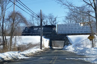 NS GP40-2 3010 on the H-02 local