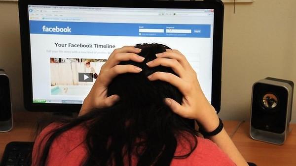 Bảo vệ  con trẻ khỏi việc bị bắt nạt trên mạng