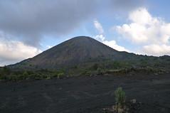 cloud, soil, mountain, spoil tip, mound, plain, nature, hill, geology, plateau, fell, landscape, shield volcano, mountainous landforms, volcanic landform,