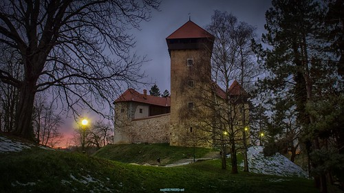 winter light sunset snow tree tower castle heritage history night canon photography photo europe sundown image pics fort dusk hill picture croatia chateau fortress cro hrvatska hrd karlovac dubovec