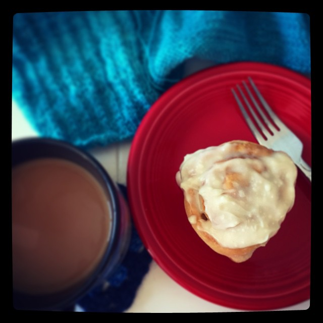 Homemade cinnamon roll + coffee + knitting + Gilmore Girls = perfect Saturday morning. #taralovesmornings