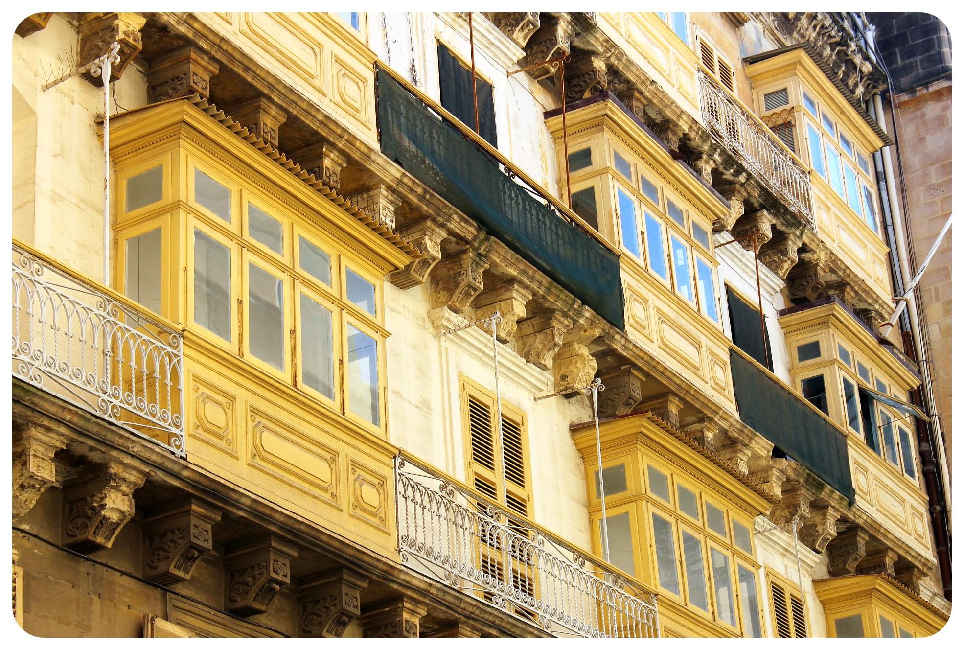 malta valletta balconies