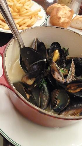 オーバカナルのムール貝とフレンチフライポテト