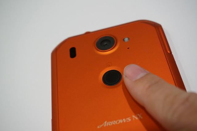 指紋センサーは若干精度が低め