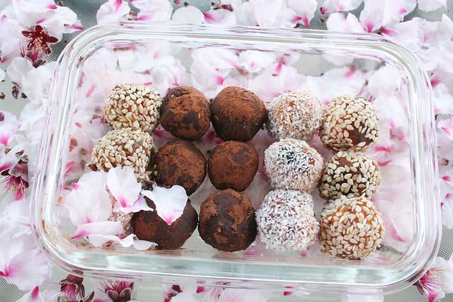 bombones de calabaza paleo con sésamo, coco y cacao