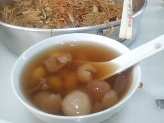 2015-02-19 11.00.15 年初一早餐- 白果龙眼糖水