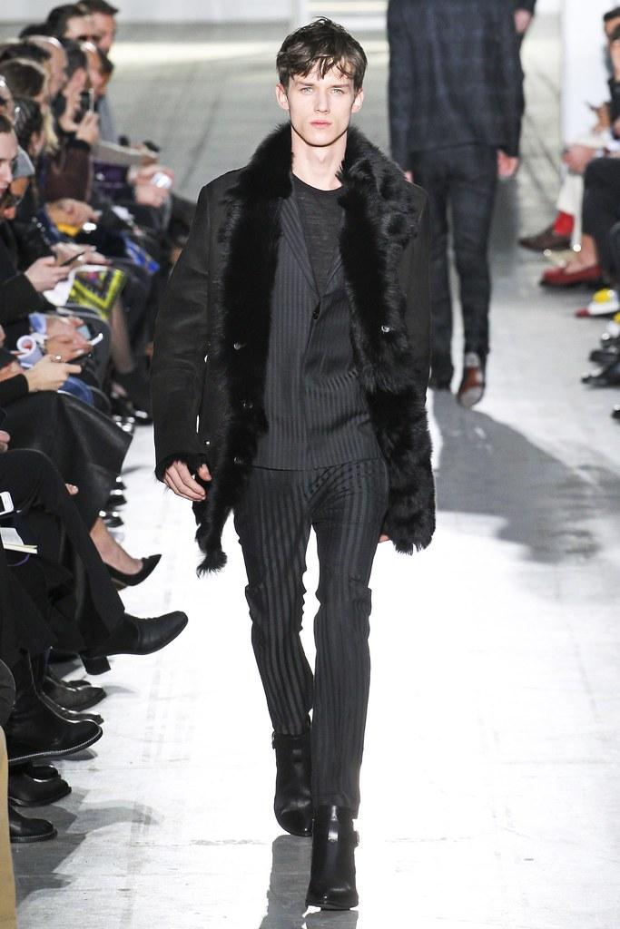 Yulian Antukh(Antuh)3090_FW15 Milan Costume National(VOGUE)