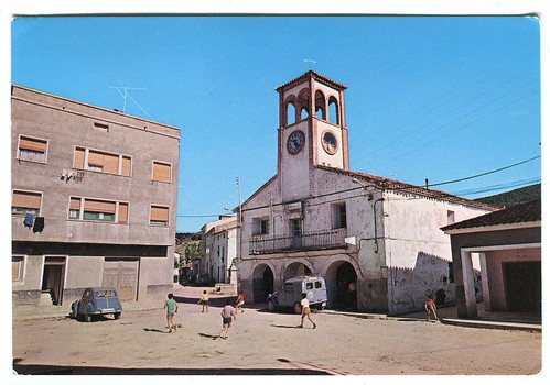 Boniches (Cuenca):Plaza del Ayuntamiento= Place et Mairie=Square and Town Hall
