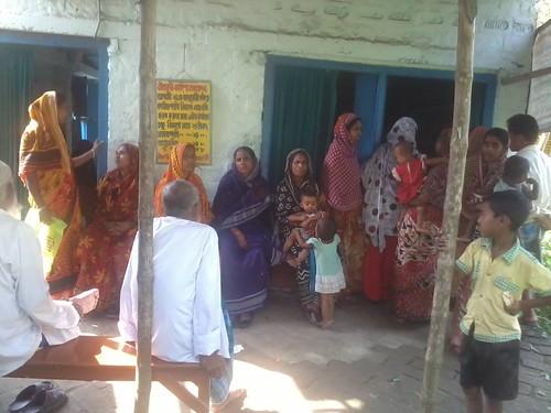 people_gtahered_for_treatment_at_nabadisha