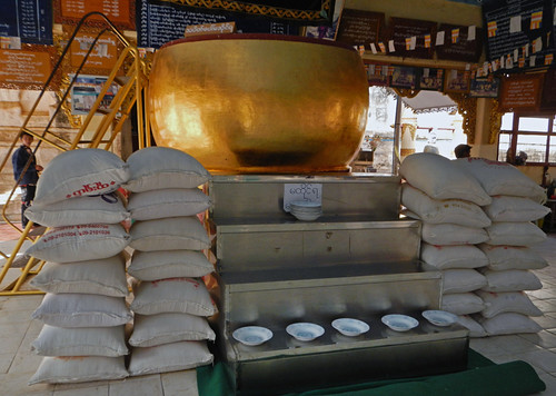 Bagan's Manuha Temple: Giant Begging Bowl