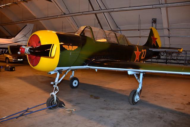 G-YAKX/27red Yak-52