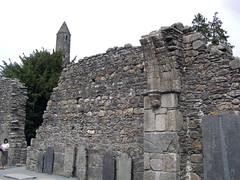 0159 Round Tower & Ruins In Glendalough.jpg