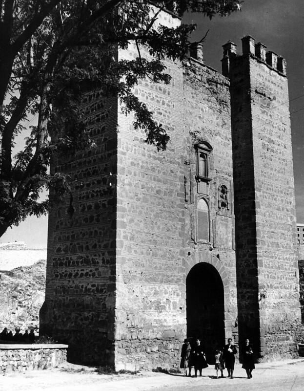 Puente de Alcántara en 1952. Fotografía de Erika Groth-Schmachtenberger © Universitätsbibliothek Augsburg