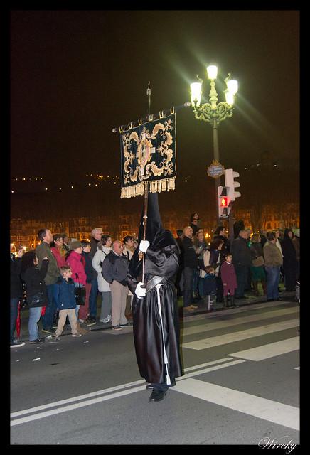 Asistimos a una procesión en Bilbao - Nazareno portando estandarte