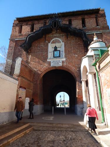 проход в арку в кремле
