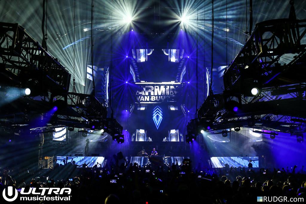 Armin van Buuren @ Ultra Music Festival 2015 - Photo: © Rudgr.com