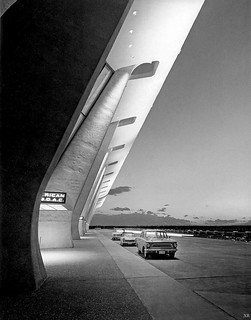 1962 ... main terminal Dulles Airport: Washington DC - Eero Saarinen