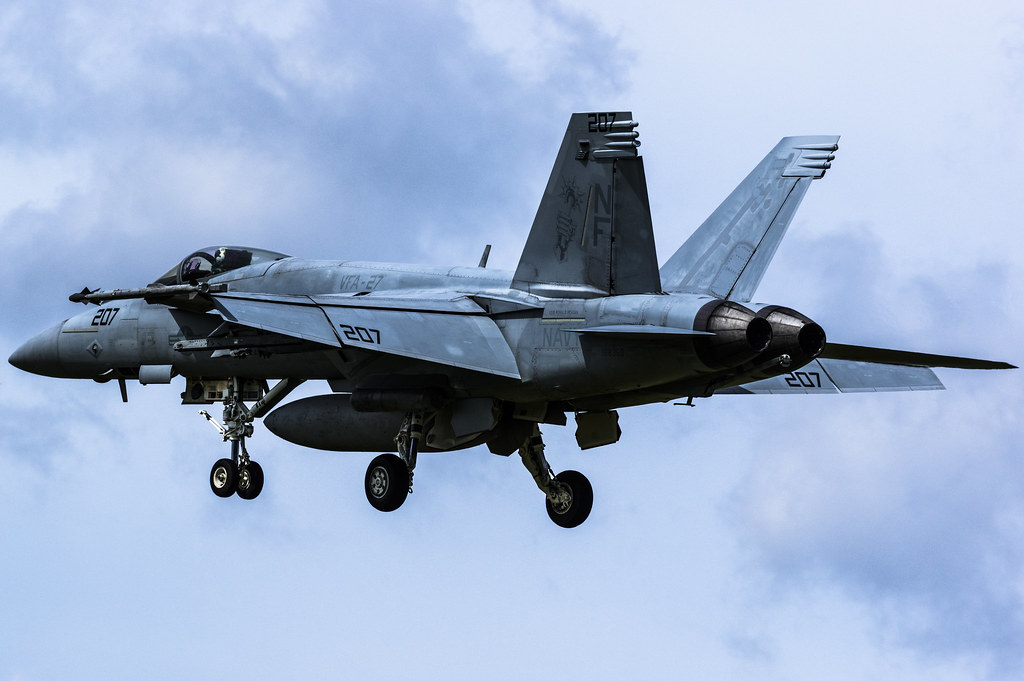 F/A-18E VFA-27 Royal Maces NF207