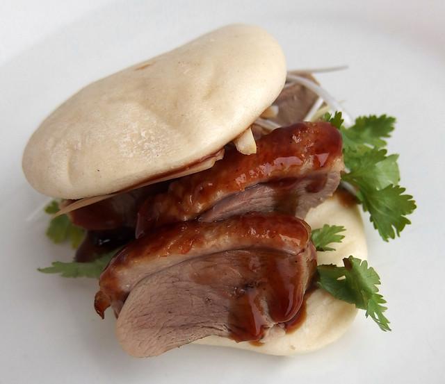 Gestoomd broodje Gua Bao met Peking Eend