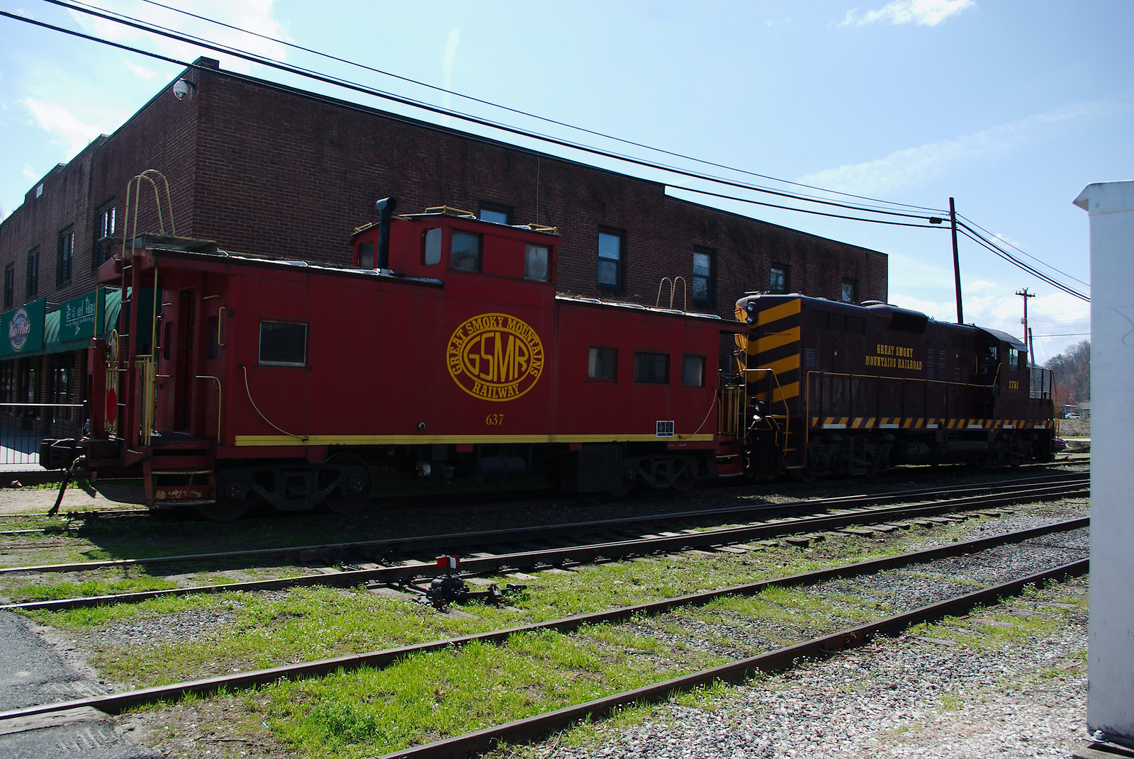 GSMR 1751 Locomotive and 637 Caboose