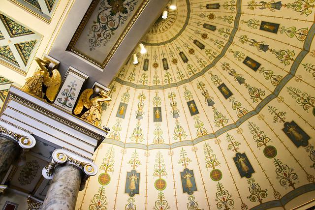Angels painted dome of Hermitage Museum, Saint Petersburg, Russia エルミタージュ美術館、天使が描かれた半ドーム天井
