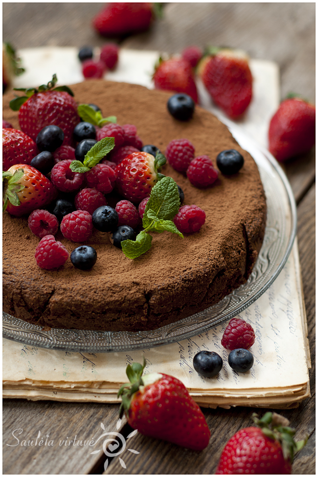 Šokoladinis migdolų miltų pyragas (1)