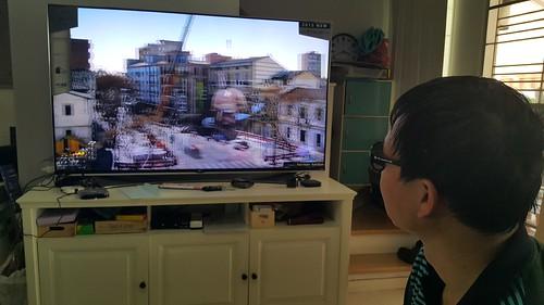 จอ LG SUPER UHD 65UF950T รองรับการชมวิดีโอ 3D ด้วย แว่นก็เบา ใส่สบาย