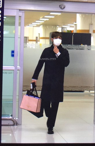 TOP Arrival Seoul from Tokyo 2015-111-03 (16)