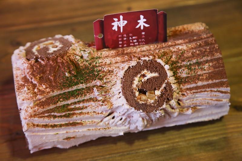 南投美食妖怪村伴手禮推薦,還有好吃美味的孝子燒、牛奶酥條、咬人貓蛋塔、北海道乳酪蛋糕、碳蟲泡芙以及神木蛋糕