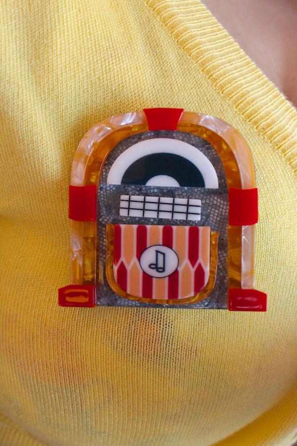 erstwilder jess jivin' jukebox brooch