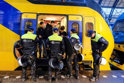 AS Roma supporters per trein van Amsterdam naar Rotterdam