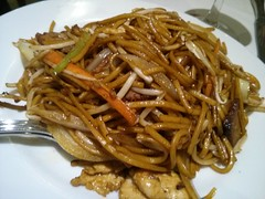 produce(0.0), noodle(1.0), mie goreng(1.0), bakmi(1.0), shahe fen(1.0), fried noodles(1.0), beef chow fun(1.0), lo mein(1.0), japchae(1.0), spaghetti(1.0), hokkien mee(1.0), char kway teow(1.0), food(1.0), dish(1.0), yakisoba(1.0), chinese noodles(1.0), yaki udon(1.0), pad thai(1.0), cuisine(1.0), chow mein(1.0),
