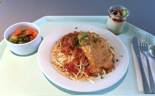 Coalfish piccata with tomato sauce & noodles / Piccata vom Seelachs mit Tomatensugo & Nudeln