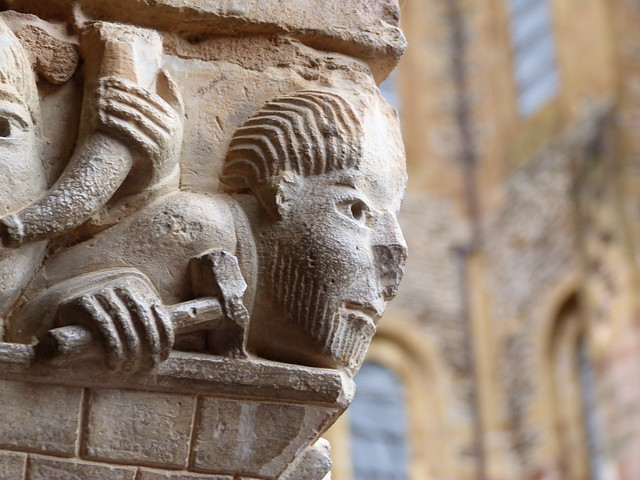 Capitel del claustro de Sainte-Foy (Conques, Francia)