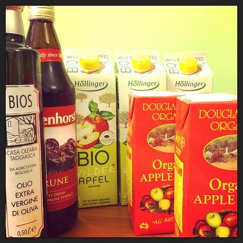 Detox holiday start! 終於有紙盒裝有機蘋果汁!