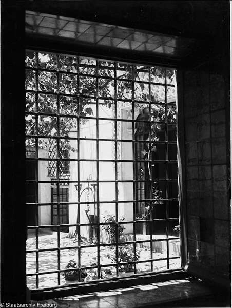 Patio toledano  en Julio de 1932. Fotografía de Willy Pragher © Landesarchiv Baden-Württemberg, Abt. Staatsarchiv Freiburg