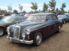 rolls-royce phantom vi(0.0), rolls-royce phantom v(0.0), bentley s2(0.0), jaguar mark 2(0.0), bentley s1(0.0), jaguar mark ix(0.0), mid-size car(0.0), bmw 503(0.0), compact car(0.0), automobile(1.0), daimler 250(1.0), vehicle(1.0), rolls-royce silver cloud(1.0), jaguar mark 1(1.0), antique car(1.0), sedan(1.0), classic car(1.0), vintage car(1.0), land vehicle(1.0), luxury vehicle(1.0),