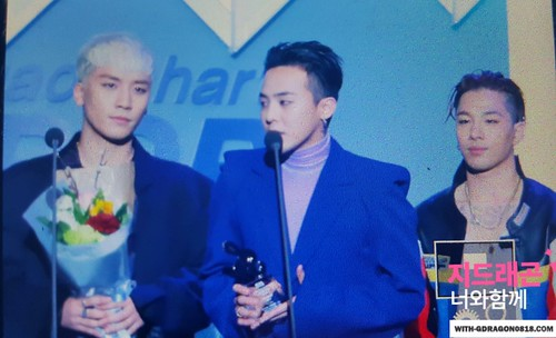 Big Bang - The 5th Gaon Char K-Pop Awards - 17feb2016 - With G-Dragon - 01