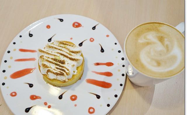 29307811456 1c89ac8ed7 z - 『台中。沙鹿』 食樂咖啡-沙鹿小鎮裡的粉紅浪漫早午餐、咖啡、甜點,份量大又超值,甜點更是大推薦。(已歇業)