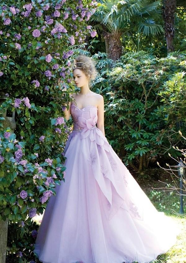 Cô dâu dịu dàng với váy cưới tím Pastel