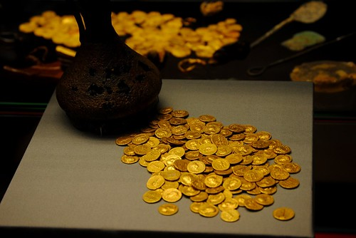 Corbridge Hoard and Jug of gold coins