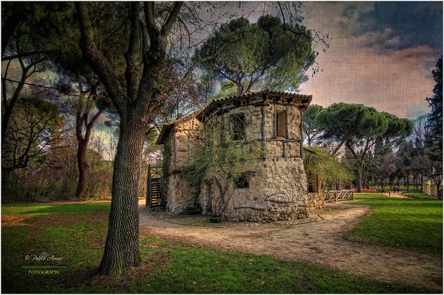 (061/15) La Casa de la Vieja en el parque del Capricho