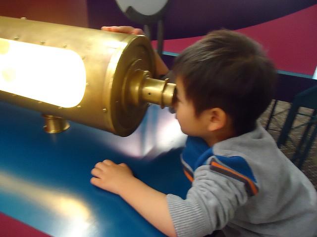 孙儿旸今年四个月的成长在@温哥华科学馆