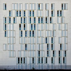22. Ağustos 2016 - 16:27 - I already fell in love with this façade from a distance, while approaching a business area in the South of Milan. Irresistable window rhythms...  The rows of windows, shutters, space and their interplay, reminded me of a music score in some way.