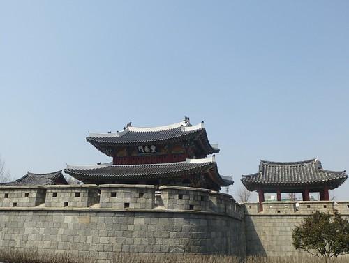 Co-Jeonju-Hanok-Pungnammun (2)