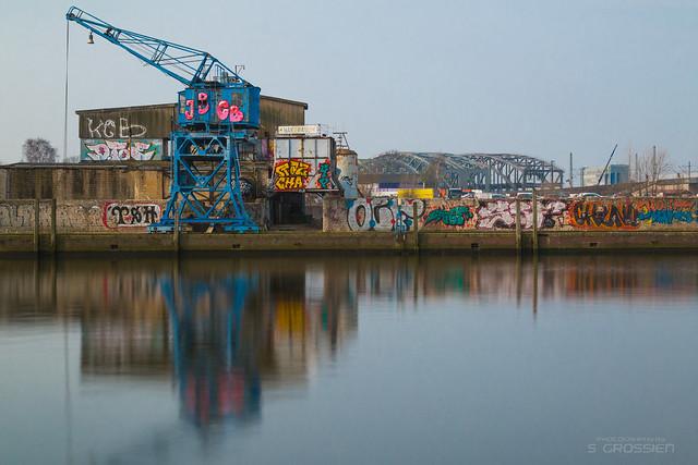 синий кран, граффи, порт