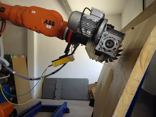 EMTE leads the development of a robotic system for sanding large surfaces