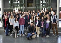 Besuch von Schülerinnen und Schülern des Ganztagsgymnasiums Johannes Rau am 17.03.2015