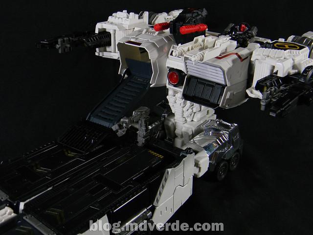 Transformers Metroplex - Generations Titan SDCC Exclusive - modo vehículo